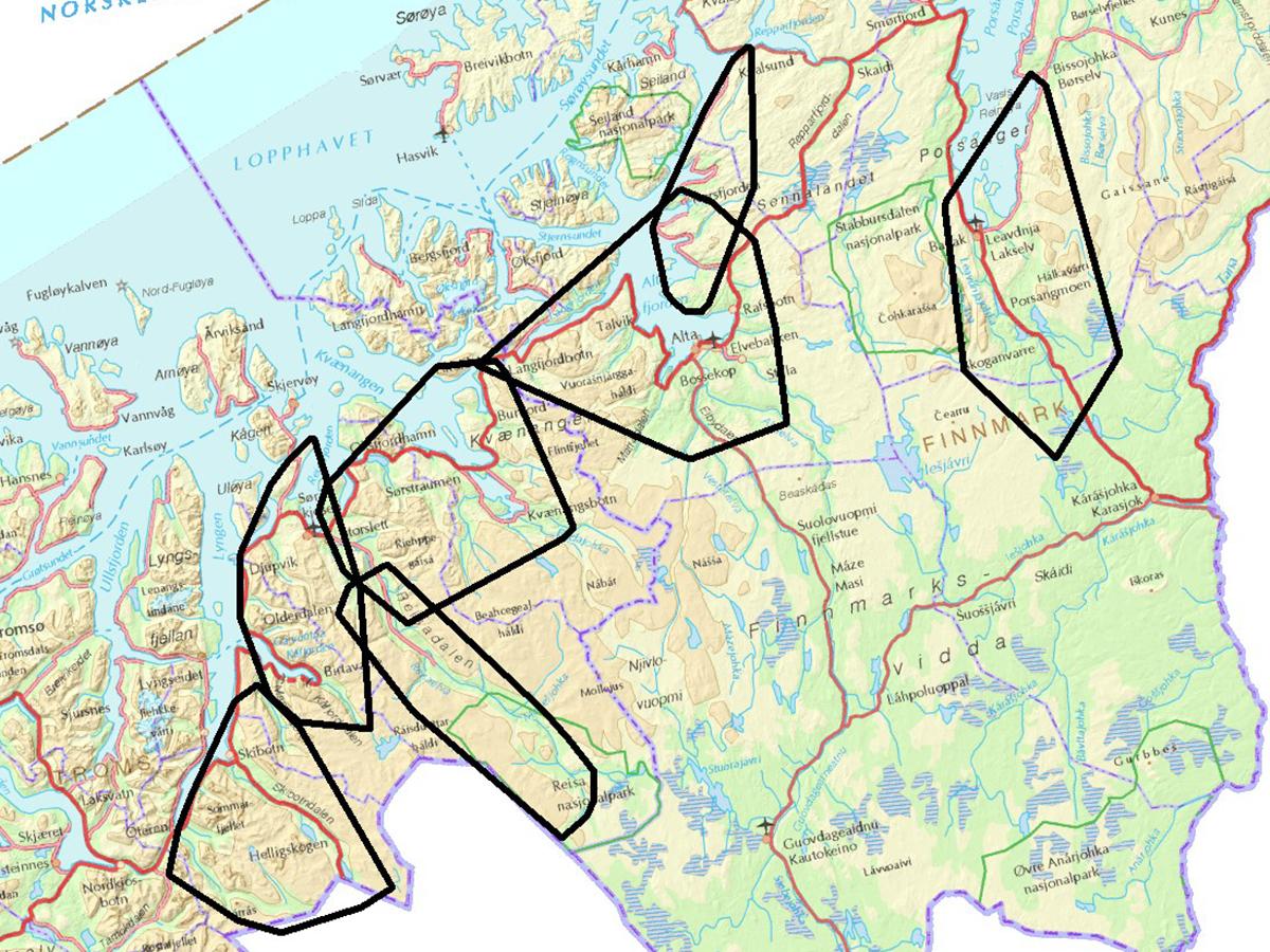 Kartet viser årlige leveområder (sorte polygon) for 7 voksne hunngauper fulgt med GPS-sendere i Troms og Finnmark 2008-2009. Illustrasjon: Scandlynx